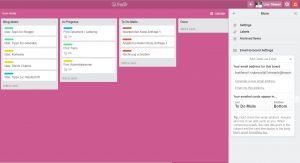 """Redaktionsplanung mit TrelloWelches Tool nutzt ihr, um eure Ideen für Blogposts zu sammeln, eure geplanten Beiträge zu organisieren und eure To Dos zu planen, was Mails und Co. angeht? Mein heiliger Gral dafür heißt Trello. Trello ist ein Tool für Projektmanagement, mit dem ihr Listen erstellen, diese mit sogenannten Karten für einzelne To Dos versehen und, wenn ihr das wollt, mit anderen zusammenarbeiten könnt. Ich nutze Trello sowohl für meinen Blog alleine, als auch beruflich, um die Arbeit im Team zu koordinieren. Trello gibt es sowohl als Browser-Version, als auch als App fürs Smartphone. 01Heute zeige ich euch, wie ihr eure Redaktionsplanung rund um den Blog ganz easy mit Trello koordinieren und im Auge behalten könnt. So funktioniert TrelloLegt euch zunächst ein neues Board an, das z.B. """"Blog-Organisation"""" heißt. Wenn ihr das Board angelegt habt, ist es erst einmal leer (siehe Screenshot). Nun habt ihr die Möglichkeit, über """"Add a list"""" Listen eurer Wahl anzulegen. Macht das! 02 Hier gibt es unfassbar viele Optionen, wie ihr eure Listen strukturieren könnt. Bei mir hat sich folgende Möglichkeit bewährt. Ich habe Listen angelegt für:""""Redaktionsplan"""", """"Blog-Ideen"""", """"In Progress"""" und """"To Do Mails"""". Außerdem habe ich mir eine """"Done""""-Liste angelegt. Man kann erledigte Karten zwar auch über die Archiv-Funktion archivieren, aber ich schieb' die immer so gerne rüber. 03 RedaktionsplanHier trage ich meine geplanten Blogposts ein und weise ihnen ein Datum zu, wann der Post fällig ist. Klickt dafür einfach auf die Karte, dann auf """"Due Date"""" und legt Datum und Uhrzeit fest. Der Clou: So landet das auch in eurem Trello-Kalender – gleich mehr dazu! 04Zudem weise ich jedem Post eine Farbe zu, so sehe ich auf einen Blick, um welche Kategorie aus meinem Blog es sich handelt. Gelb steht für DIY, hellblau für Lettering, und so weiter. So habe ich immer einen schönen Mix und kann gleich sehen, ob meine Abfolge an Blogposts einigermaßen abwechslungsreich ist.04aBlog-Ideen In der """